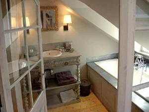Au Grey d'Honfleur, Bed and Breakfasts  Honfleur - big - 3