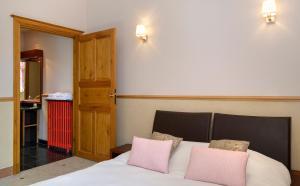 Hotel La Diligence, Hotely  La Ferté-Saint-Cyr - big - 10
