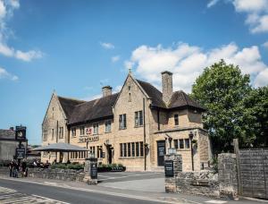 The Bath Arms Hotel