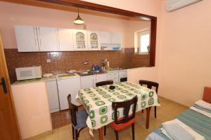 Apartments Antoneta, Апартаменты  Макарска - big - 70