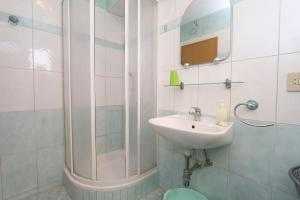 Apartments Antoneta, Апартаменты  Макарска - big - 19