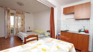 Apartments Antoneta, Апартаменты  Макарска - big - 11