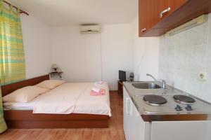 Apartments Antoneta, Апартаменты  Макарска - big - 2