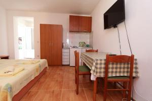 Apartments Antoneta, Апартаменты  Макарска - big - 52