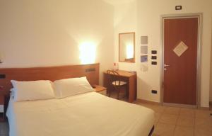 Hotel Azzurra, Hotels  Spinone Al Lago - big - 5
