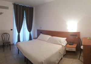Hotel Azzurra, Hotels  Spinone Al Lago - big - 4