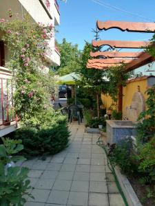 Апартамент Ривиера, Apartmány  Chernomorets - big - 13