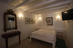 K Homes-Eva's Family Stone House, Prázdninové domy  Tinos Town - big - 16