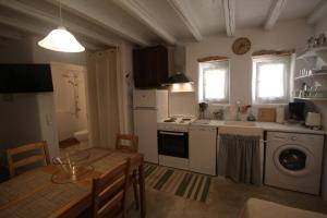 K Homes-Eva's Family Stone House, Prázdninové domy  Tinos Town - big - 17