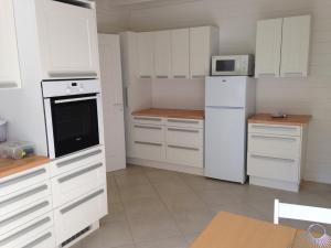 Sas Parc Lacoste, Holiday homes  Saint-Marcet - big - 6