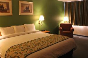 Travelodge Sturgis- Michigan, Motels  Sturgis - big - 4