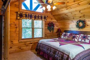 Owlpine Lodge - Three Bedroom, Nyaralók  Sevierville - big - 2