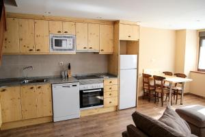 Apartamentos Yoy Mont Romies, Ferienwohnungen  Salardú - big - 6