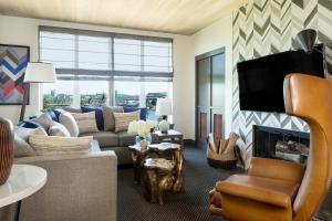 Mt. Hood Suite