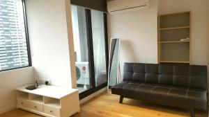 CBD ONE BEDROOM SUITE - FITS 5, Apartments  Melbourne - big - 2