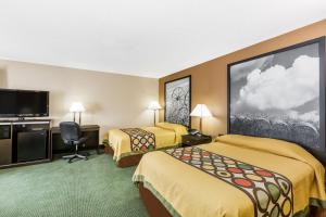 Double Suite with Three Double Beds - Smoking