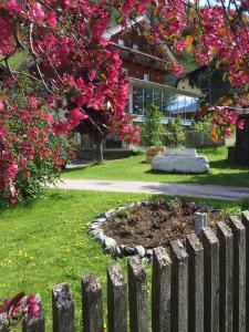 Landhaus Alpenrose - Feriendomizile Pichler, Penzióny  Heiligenblut - big - 1