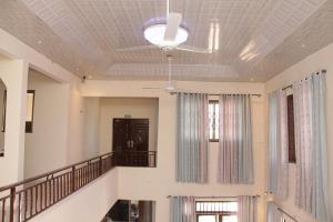 Atiwa Guesthouse, Bed and Breakfasts  Ashonman - big - 3