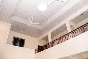 Atiwa Guesthouse, Bed and Breakfasts  Ashonman - big - 4
