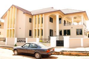 Atiwa Guesthouse, Bed and Breakfasts  Ashonman - big - 6