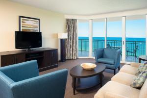 Two-Bedroom Suite Ocean View (1 King Bed/ 2 double beds)