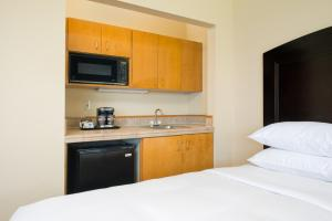 Standard Room Partial Ocean View (2 double beds)