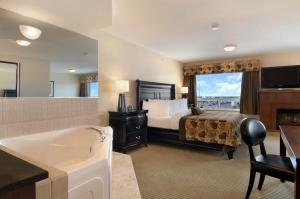 Superior King Suite with Spa Bath - Non-Smoking