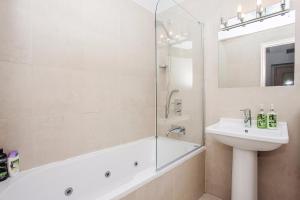 Delightful 2BD Apartment In The Heart Of Pimlico, Apartmanok  London - big - 2