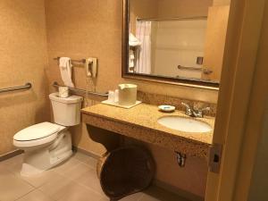 Queen Room with Bathtub - Disability Access/Non-Smoking