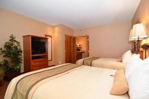 Deluxe Queen Room with Two Queen Beds - Non-Smoking