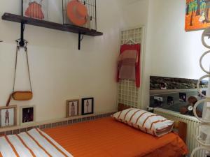 Einzelbett im gemischten Schlafsaal