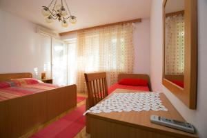 Apartments Staničić, Apartments  Brela - big - 2