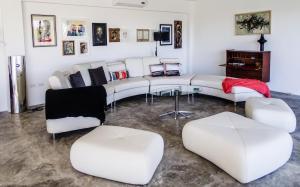 Villa Ballets Negres, Guest houses  Whitehouse - big - 23