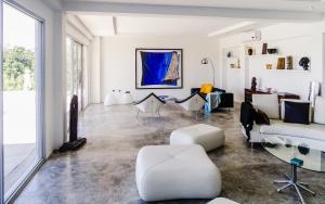 Villa Ballets Negres, Guest houses  Whitehouse - big - 13