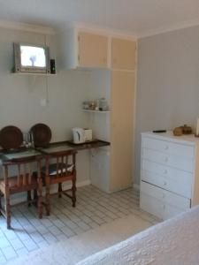 A1 Kynaston Accommodation, Bed and Breakfasts  Jeffreys Bay - big - 147