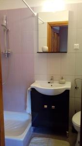 Vitényi Pince Vendégház, Guest houses  Villány - big - 7