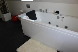 272 Bed & Breakfast, Bed & Breakfasts  Esbjerg - big - 56