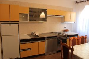 Apartment Ela, Apartmány  Povljana - big - 17