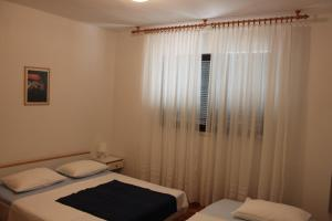 Apartment Ela, Apartmány  Povljana - big - 13