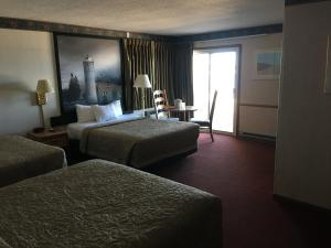 Lakefront Superior Queen Room with Three Queen Beds - Non-Smoking