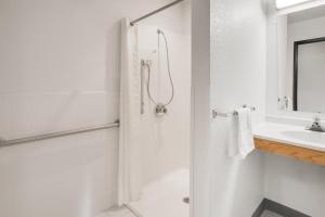 Super 8 by Wyndham Grayling, Hotels  Grayling - big - 10