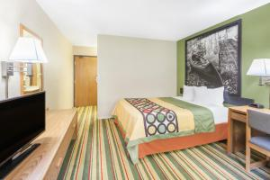 Super 8 by Wyndham Grayling, Hotels  Grayling - big - 2