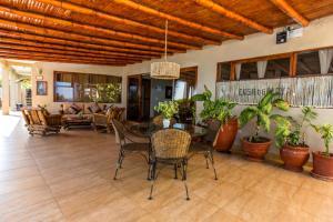 Casa de Playa Bungalows & Restaurant, Hotels  Máncora - big - 57