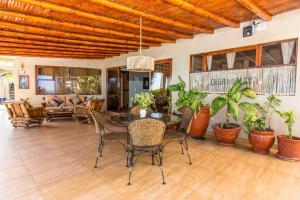 Casa de Playa Bungalows & Restaurant, Hotels  Máncora - big - 103