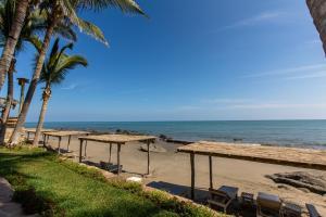 Casa de Playa Bungalows & Restaurant, Hotels  Máncora - big - 83