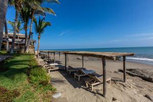 Casa de Playa Bungalows & Restaurant, Hotels  Máncora - big - 34