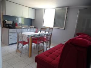 Апартаменты в двух уровнях на Свети Стефане, Apartmány  Sveti Stefan - big - 18