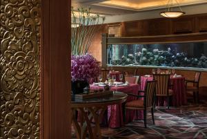 Four Seasons Shanghai Hotel at Puxi (4 of 65)