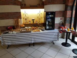 Domaine de La Corbe, Bed and Breakfasts  Bournezeau - big - 44