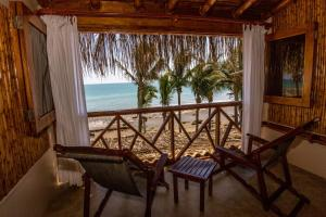 Casa de Playa Bungalows & Restaurant, Hotels  Máncora - big - 11